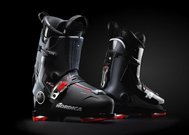 THE FIRST HANDSFREE SKI BOOTS